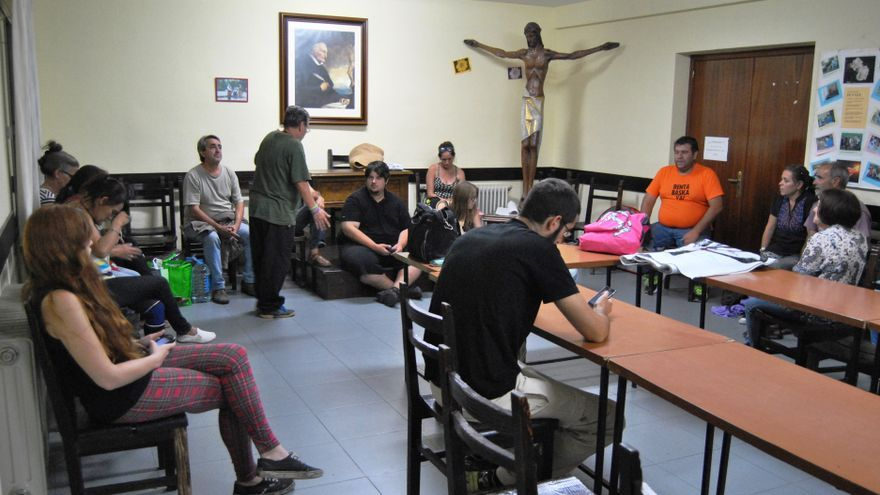 Encierro por la Renta Básica en la Parroquia del Perpetuos Socorro de Mérida / JCD