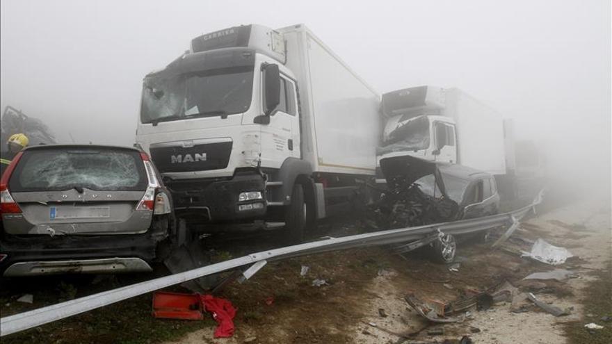 Una muerta y más de 30 heridos en un accidente de unos 50 vehículos en Lugo