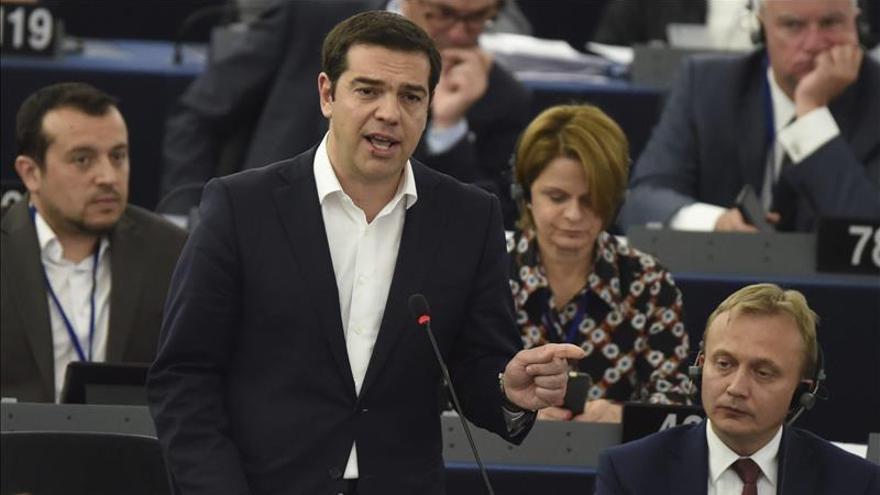 Tsipras interviene con tono conciliador ante una Eurocámara dividida