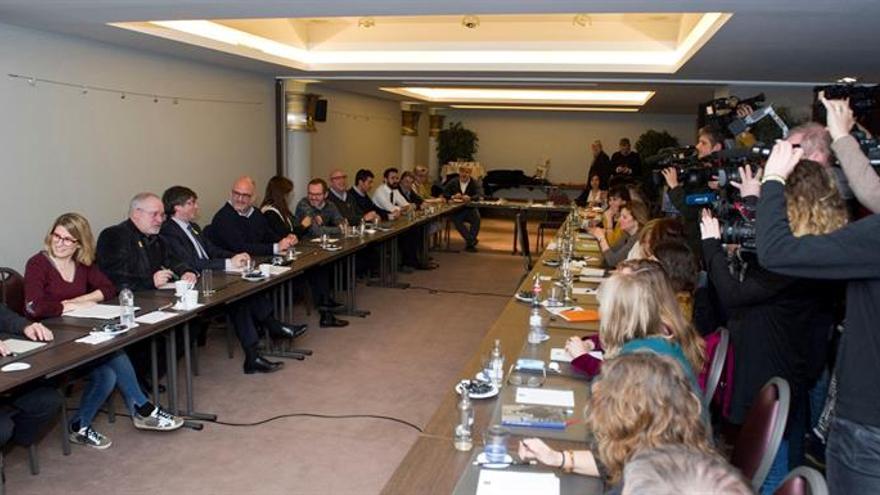 Puigdemont inicia una reunión con JxCat en Bruselas para abordar la investidura