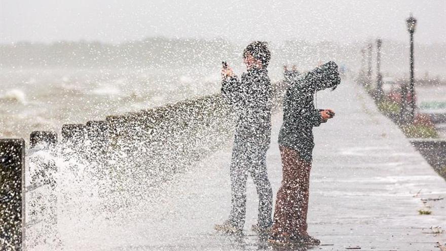 La tormenta tropical Rina se fortalece antes de llegar al Atlántico norte