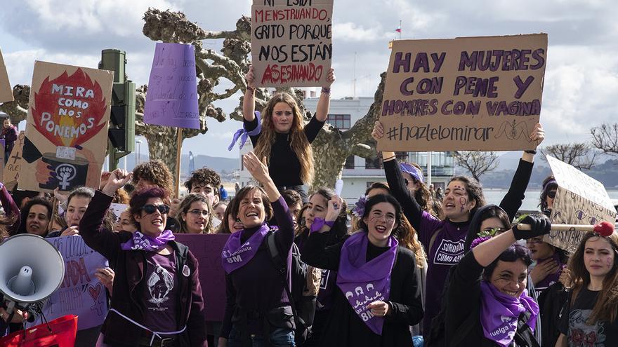 Movilización feminista en Santander durante la jornada de huelga del 8M. | JOAQUÍN GÓMEZ SASTRE