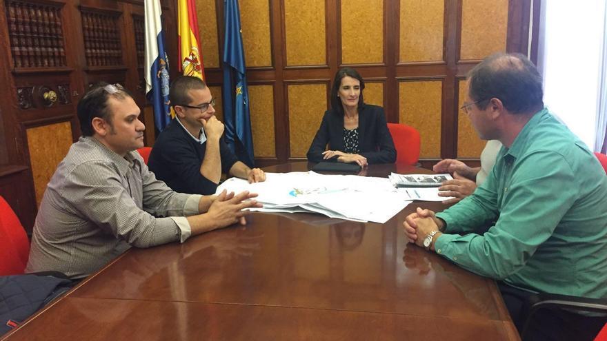 Mariate Lorenzo, consejera de Turismo, Cultura y Deportes del Gobierno de Canarias, mantuvo una reunión con representantes del Ayuntamiento de Mazo para analizar los detalles del proyecto del el Centro de Investigación y Especialización Micológico.
