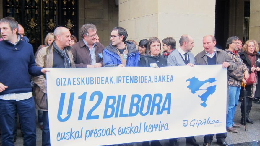 Garitano y su Gobierno foral se concentran en apoyo a los presos de ETA y muestran su adhesión a la marcha de Herrira