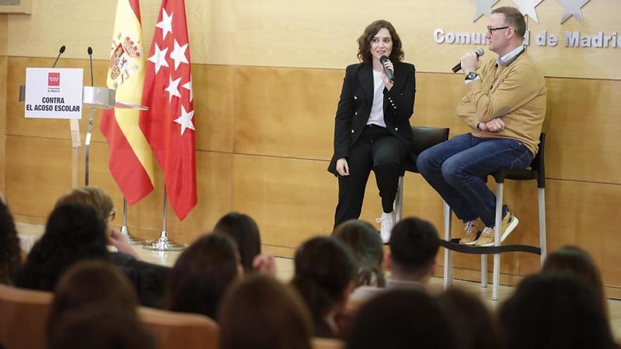 Isabel Díaz Ayuso el pasado 30 de enero junto a Pedro García Aguado en un acto contra el acoso escolar