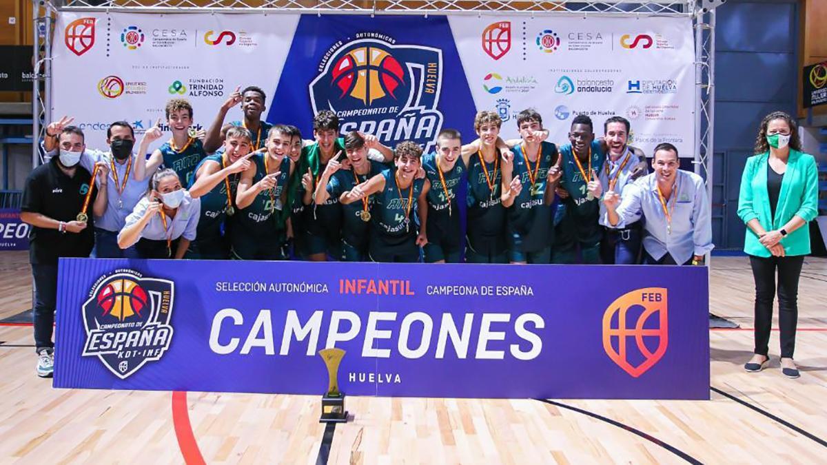 Selección andaluza infantil celebrando el oro
