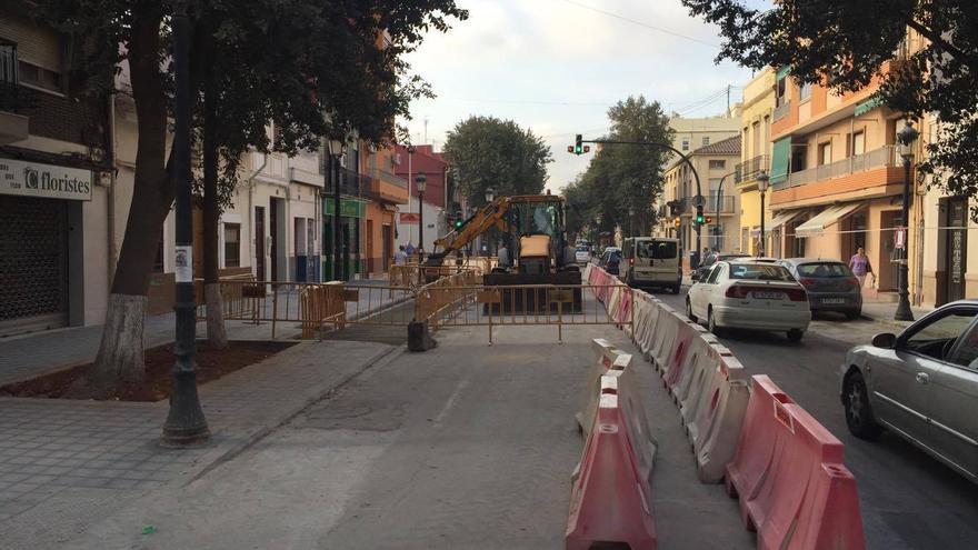 Las obras de reurbanización en la calle de la Reina