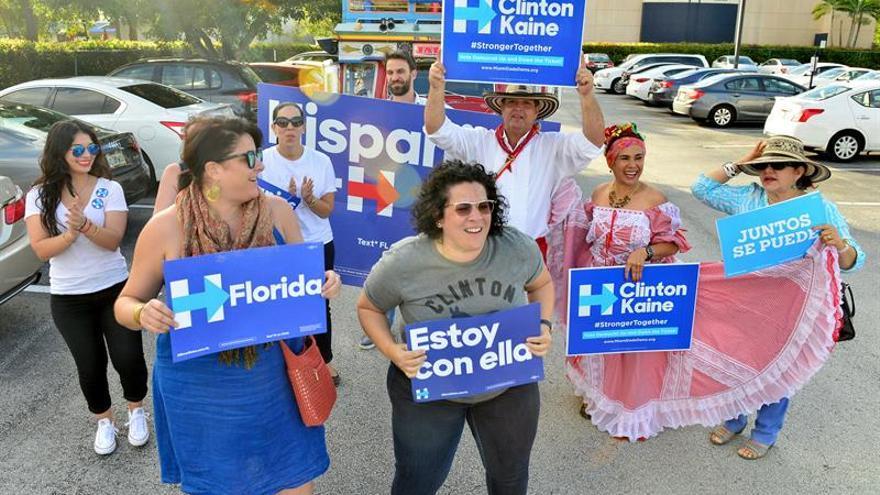 Sondeo proyecta 2 millones más de votantes latinos que hace cuatro años