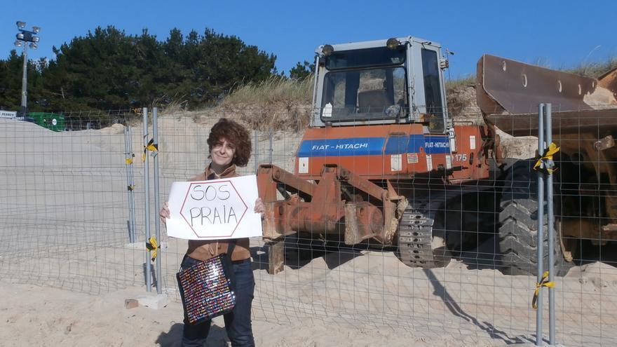 Catalina Morado, durante las protestas contra el relleno de Praia Grande, en 2014