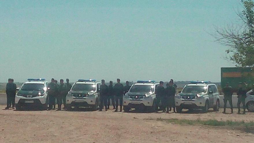 Efectivos de la Guardia Civil que han desalojado la finca Somonte. (Foto. Somonte)