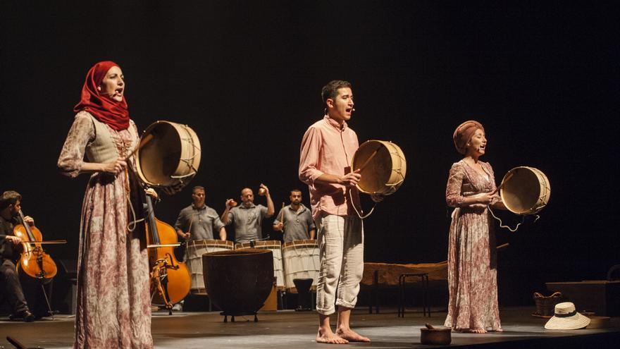 Parte de la representación de 'Canto al trabajo'