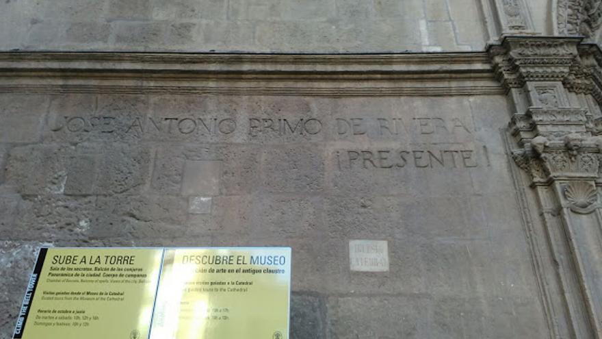 Inscripción falangista Catedral de Murcia