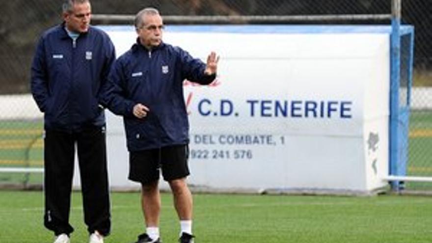 Antonio Tapia junto a Toño, segundo entrenador del CD Tenerife.