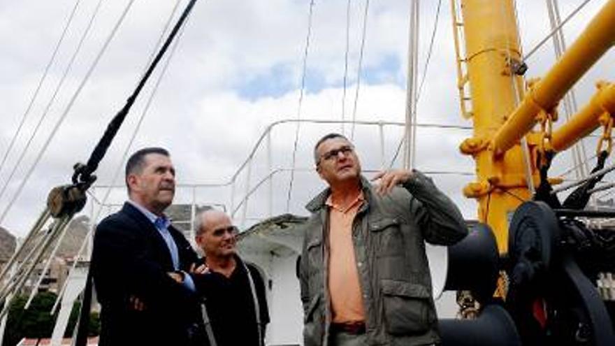 El director general de Patrimonio Cultural, Miguel Ángel Clavijo, visitó el buque para comprobar el estado actual y el proyecto de conservación de este referente del patrimonio marítimo de Canarias.