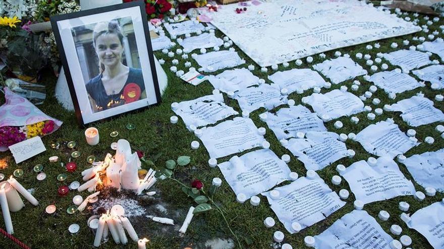 El viudo de Jo Cox dice que fue asesinada por sus ideas políticas