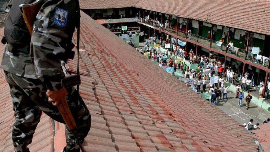 Un preso muerto en incendio en una cárcel del suroeste de Ecuador