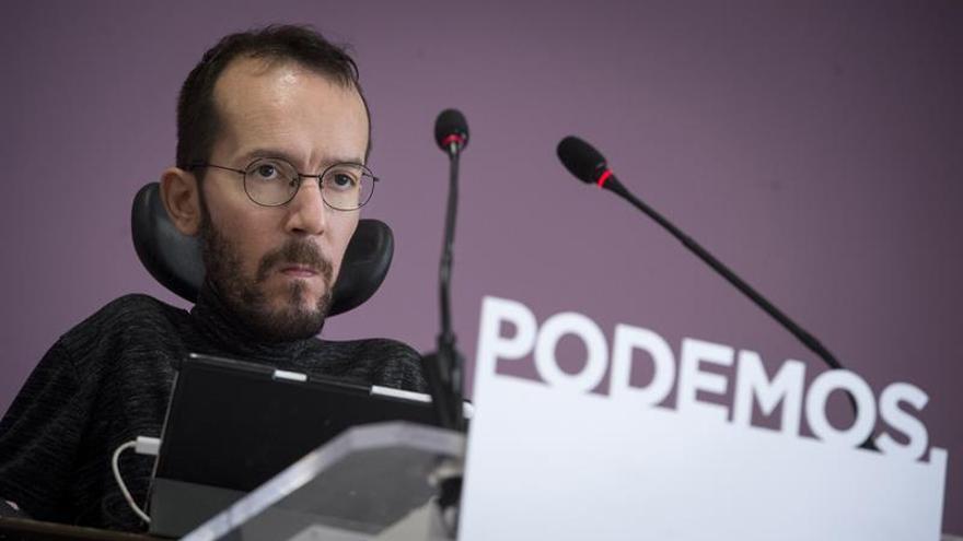 El secretario de Organización de Podemos, Pablo Echenique, durante la rueda de prensa de este lunes.