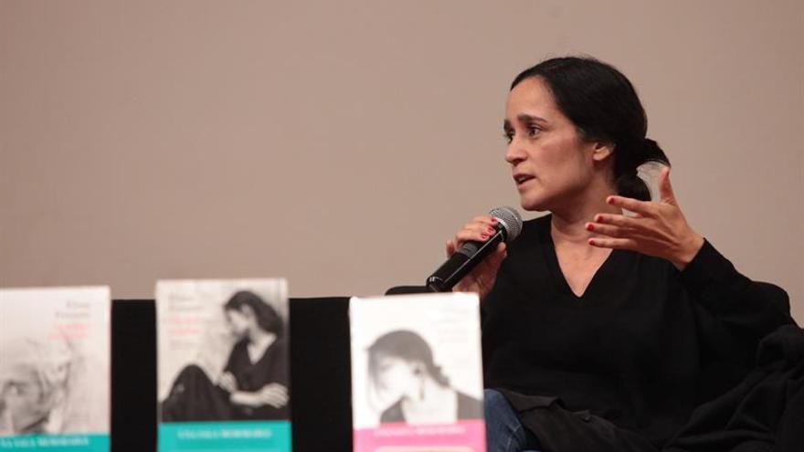 """Julieta Venegas: Libros de Ferrante van """"mucho más allá"""" de la violencia"""
