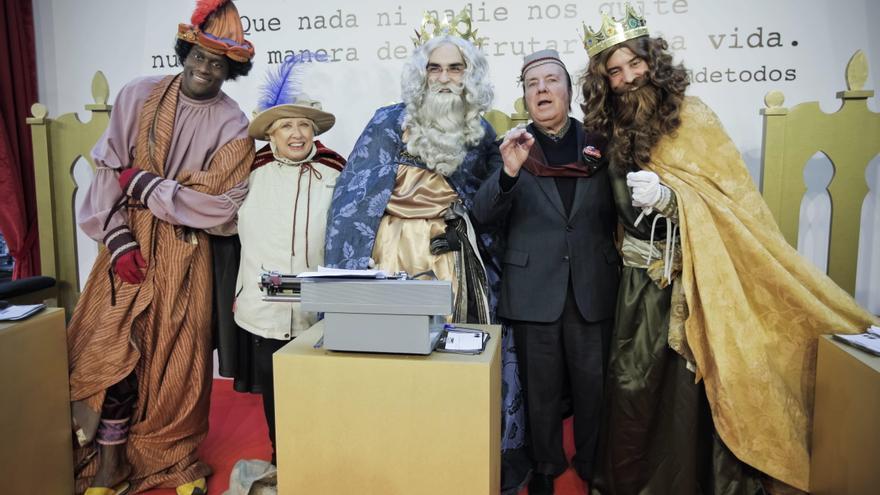 """Trabajo y paciencia, entre las peticiones ciudadanas a los Reyes """"Majos"""""""
