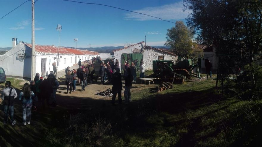 Vecinos concentrados en Las Tiñosas