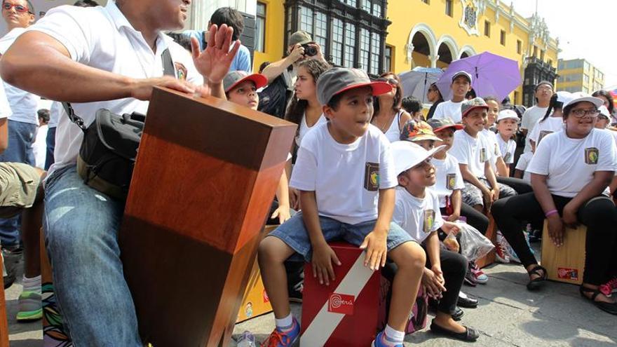 El cajón peruano celebra 40 años de cambiar el flamenco junto a Paco de Lucía