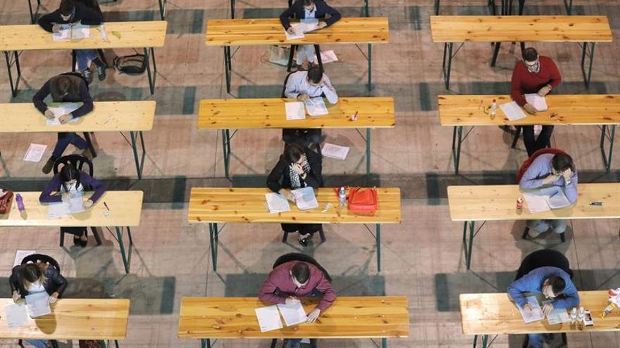 Sanidad espera reducir al 5 % la eventualidad con 5.000 plazas hasta 2020