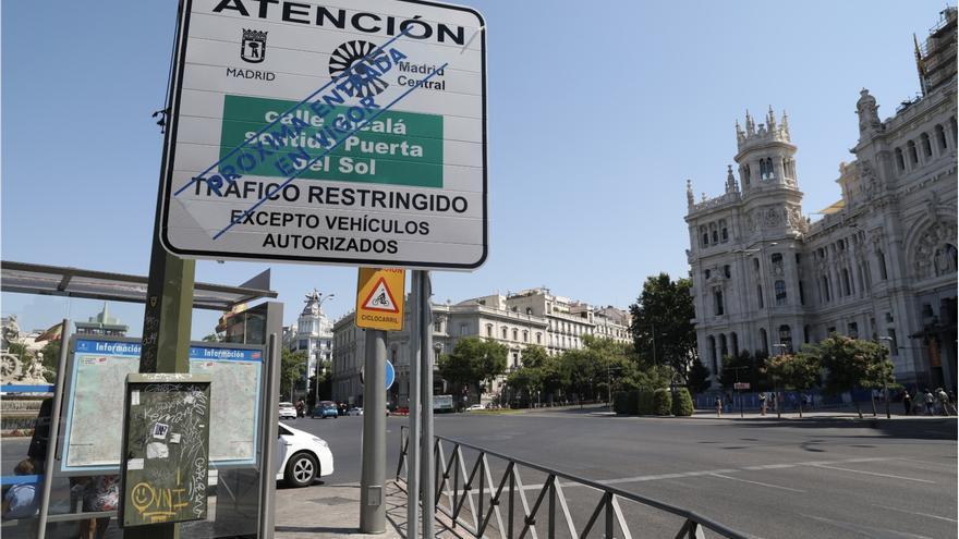 Señalización vertical Madrid Central en Cibeles.