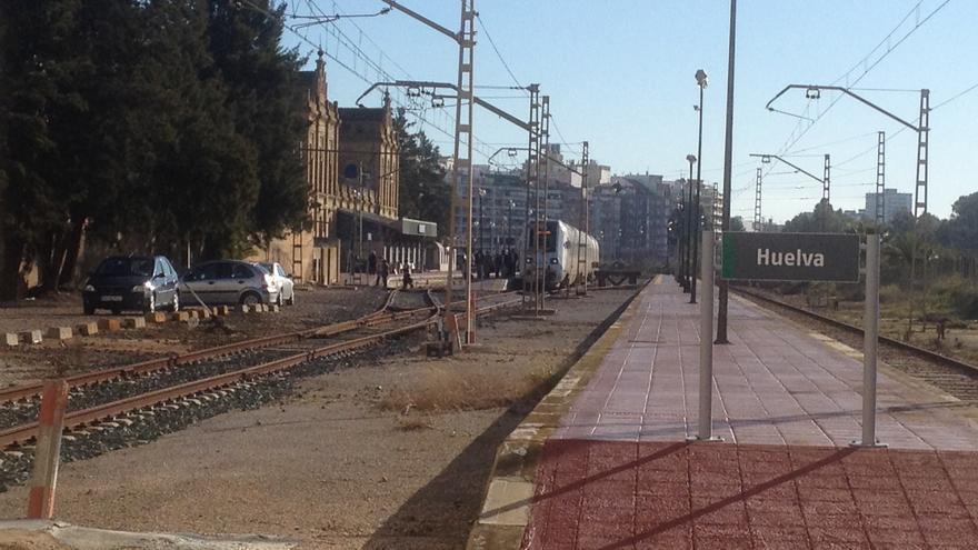 Huelva es un punto término en la red de trenes española.