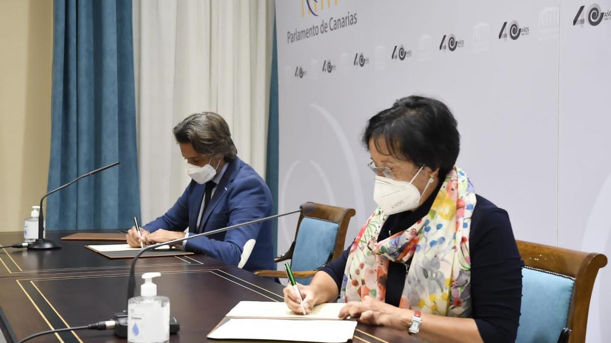 Gustavo Matos y la presidenta de Unicef en Canarias, Rosa Gloria Suárez
