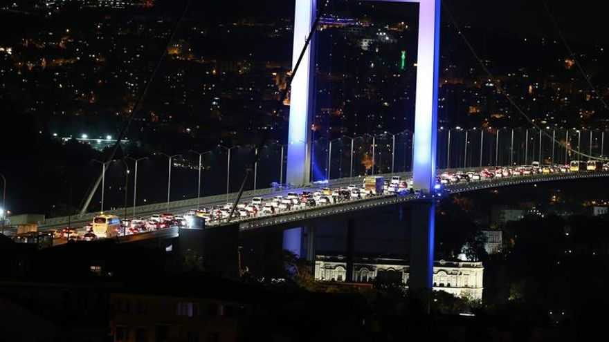 Fuerte explosión en Ankara, disparos en el Estado Mayor del Ejército