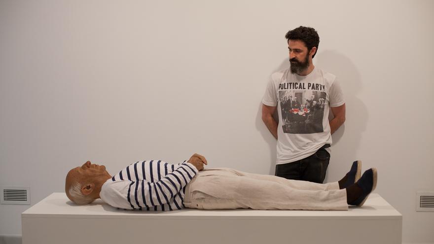 Eugenio Merino, con su obra | Los Interventores