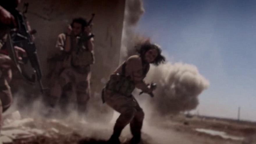 Imágenes a cámara lenta de combates en el vídeo de propaganda de ISIS 'Flames of War'.