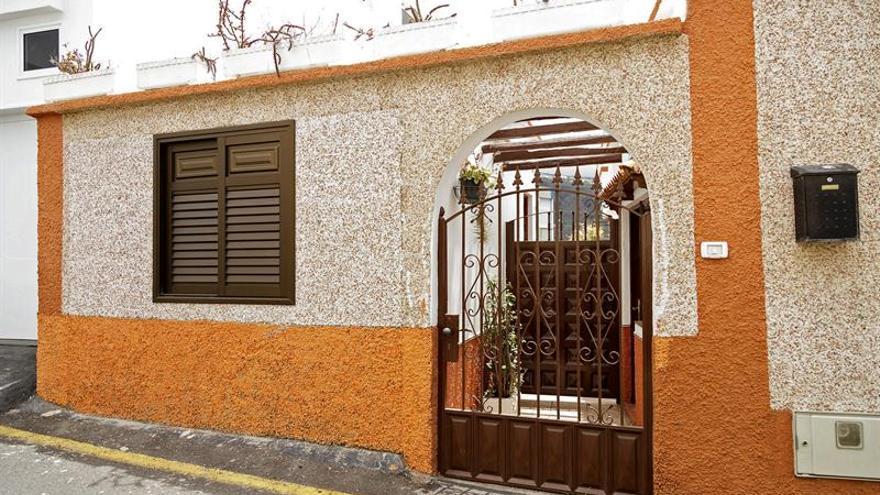 Vivienda de Icod de Los Vinos donde este vienres fue hallada muerta una mujer de 63 años. EFE/ Ramón de la Rocha