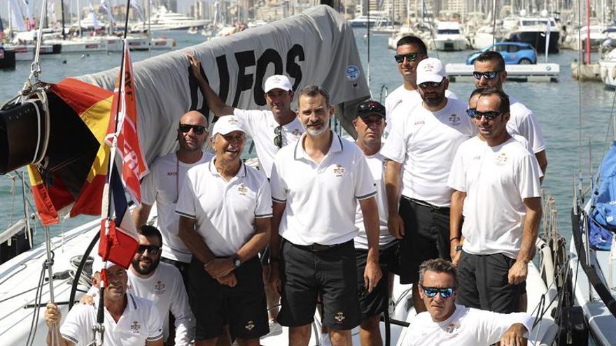 """Felipe VI se embarca en el """"Aifos"""" para competir en la Copa del Rey de vela"""