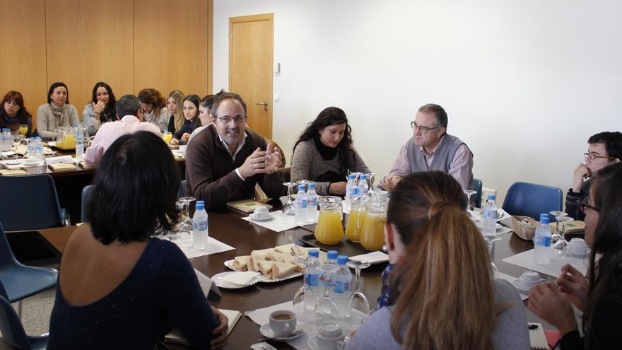 Científicos se reúnen con estudiantes en la Semana de la Ciencia de la UPO.