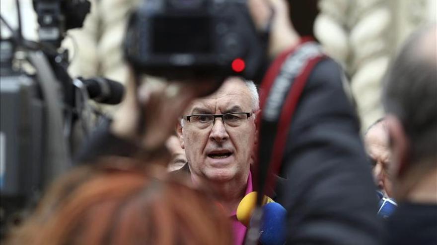 IU pide que Montoro explique en el Congreso quién se acogió a la amnistía fiscal