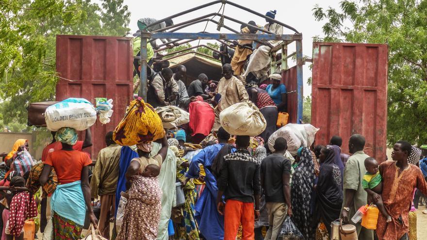 Miles de personas huyeron de sus pueblos en islas en el lago Chad, en el sudeste de Níger, después de que las autoridades les advirtieran del peligro que sufrían tras un ataque mortal de Boko Haram en la isla de Karamga el 25 de abril. | Foto: Médicos Sin Fronteras.