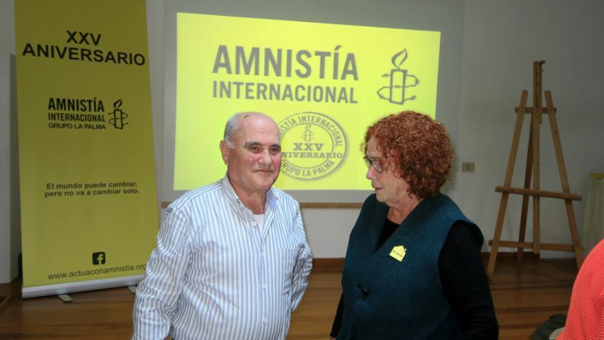 Pablo Batista y Concha Capote durante el acto. Foto: JESÚS HERNÁNDEZ BIENES.