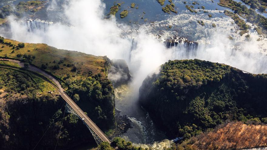 El agua cae por una estrecha trinchera que encajona el cauce durante varios kilómetros. dsopfe