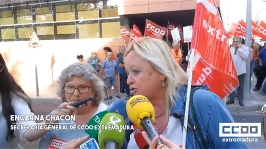 La secretaria general de Extremadura, Encarna Chacón, ha apoyado la protesta