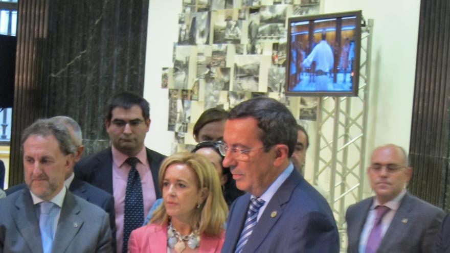 Azkuna y jos luis bilbao inauguran la oficina de turismo for Oficinas turismo bilbao