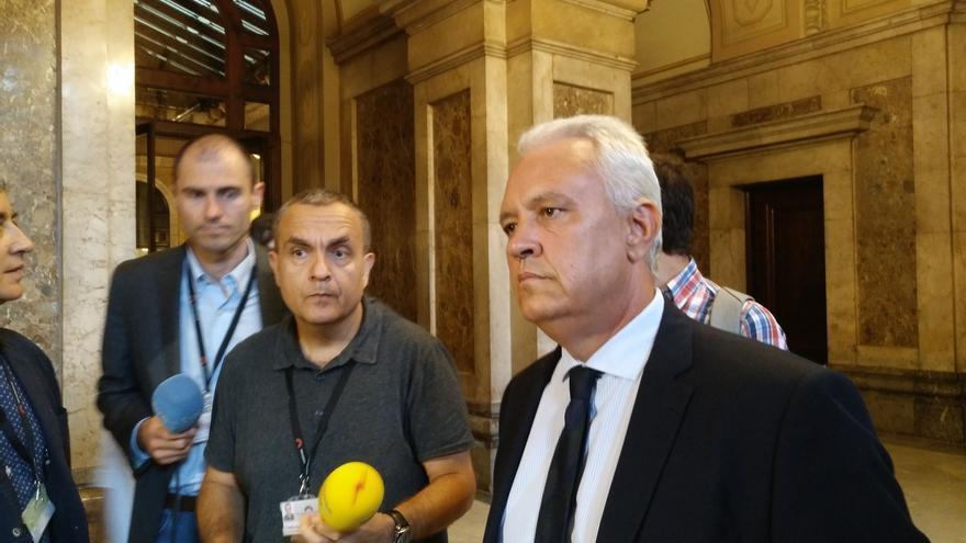 """El PP cree que JxSí y la CUP han """"secuestrado"""" el Parlament suspendiendo el pleno"""