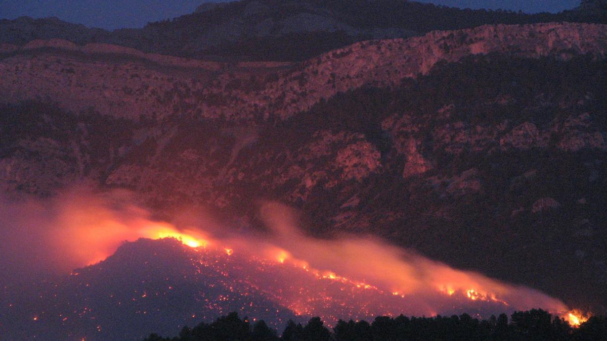 Imagen nocturno del incendio de hace doce años