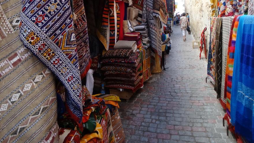 Alfombras en el zoco de Essaouira. Ian Cochrane