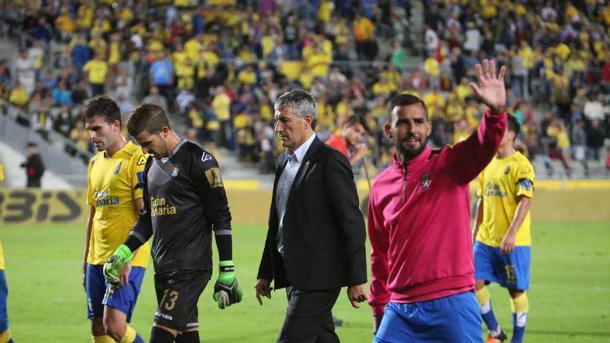 Nauzet Alemán saluda a los aficionados.
