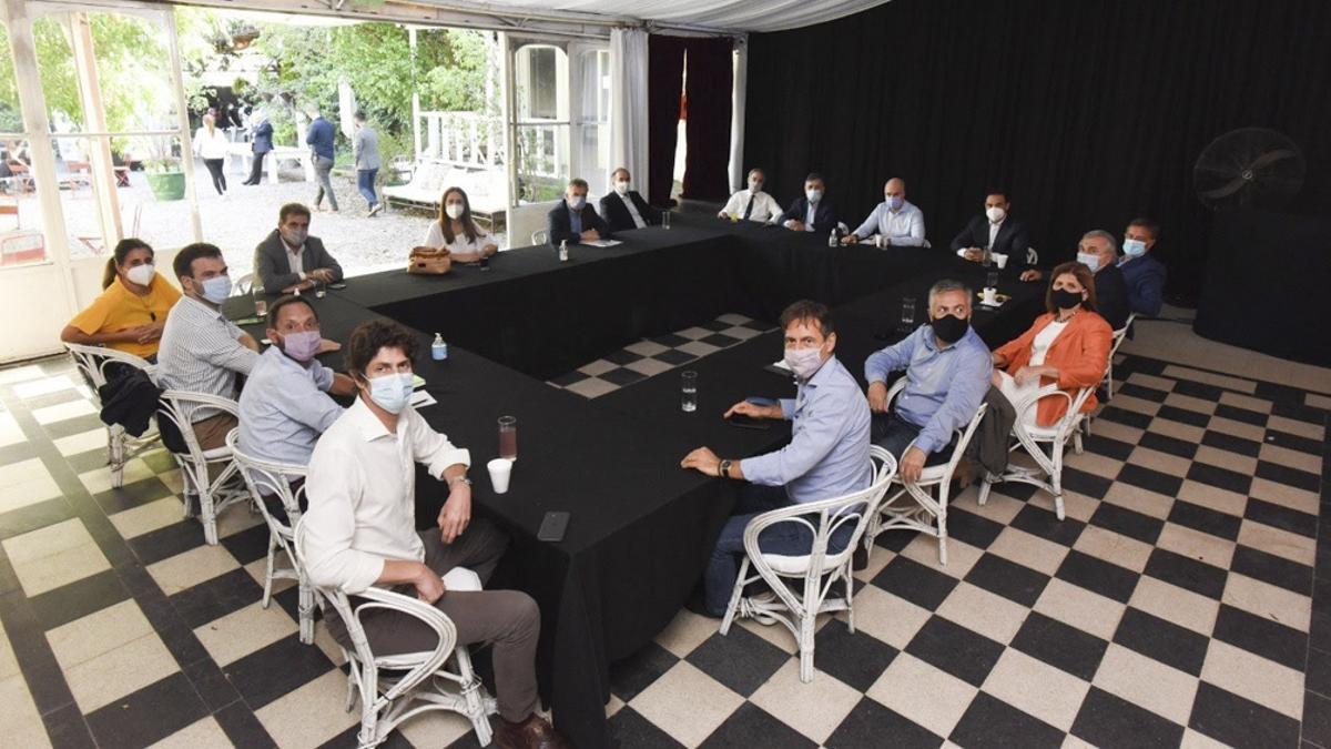 Mesa nacional de jXC, en un encuentro de abril pasado.