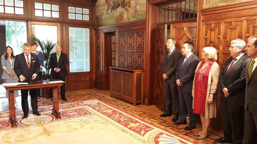 """Urkullu afirma que el """"diálogo político"""" con Sánchez redundará """"en beneficio mutuo"""" de Euskadi y España"""