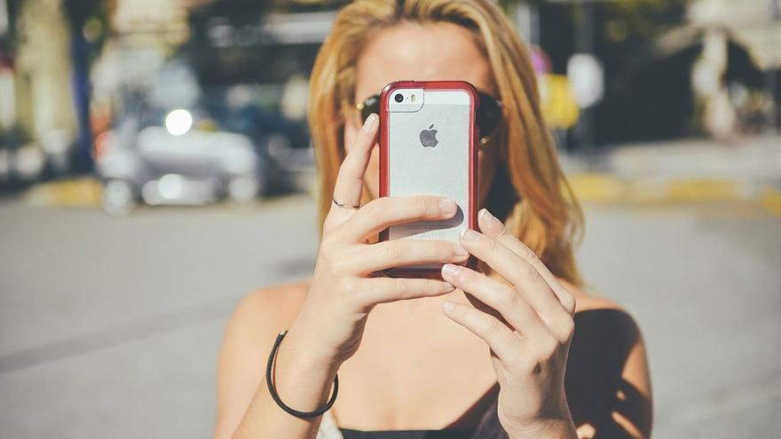 Toma de una fotografía con el teléfono móvil.