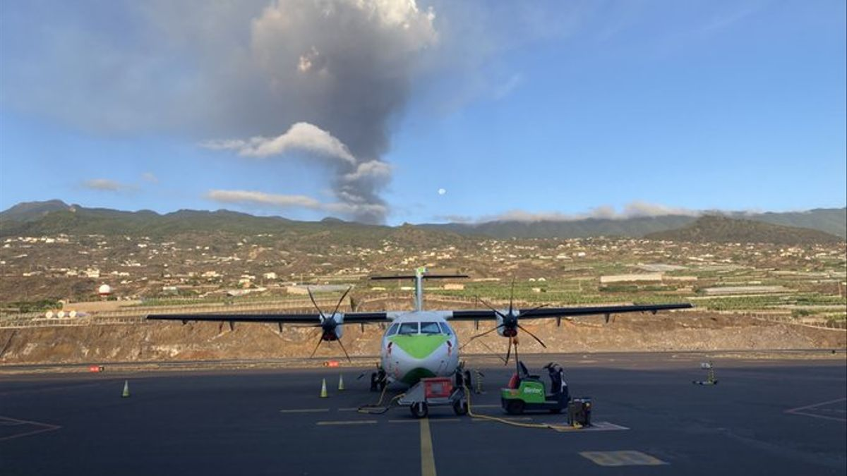 Avión de Binter en el aeropuerto de La Palma.