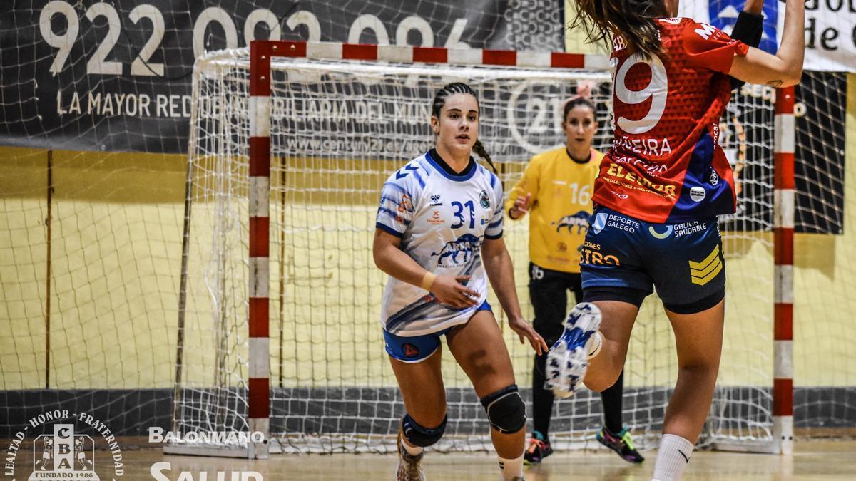 María Zaldúa, en un partido con las santacruceras